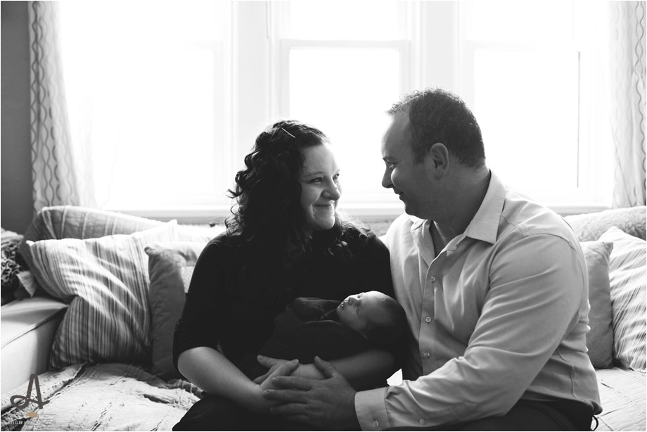 newborn lifestyle session st louis missouri in home family photography angie menos_0003