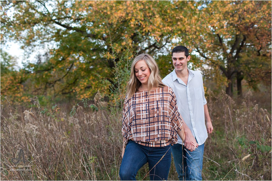 forest-park-fall-engagement-session-st-louis-public-library-photography-lifestyle-photographer-angie-menos-stl-mo_0011